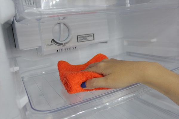 Cách sửa tủ lạnh bị rò rỉ nước