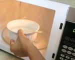 Có nên nấu nước sôi bằng lò vi sóng